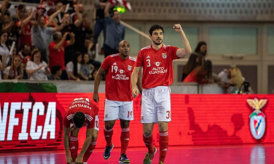 Futsal: Benfica vence jogo com 16 golos e segue na liderança