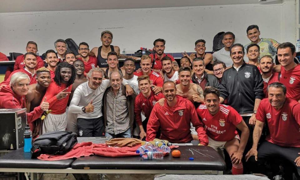 FOTO: Chalana foi ver a vitória do Benfica B sobre o Estoril