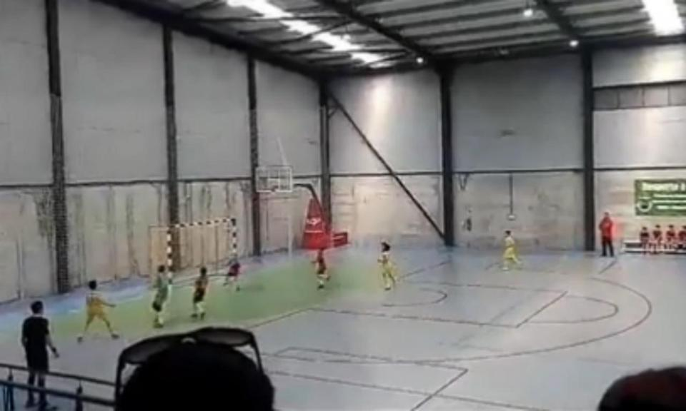 VÍDEO: tem 10 anos e fez esta obra de arte no futsal