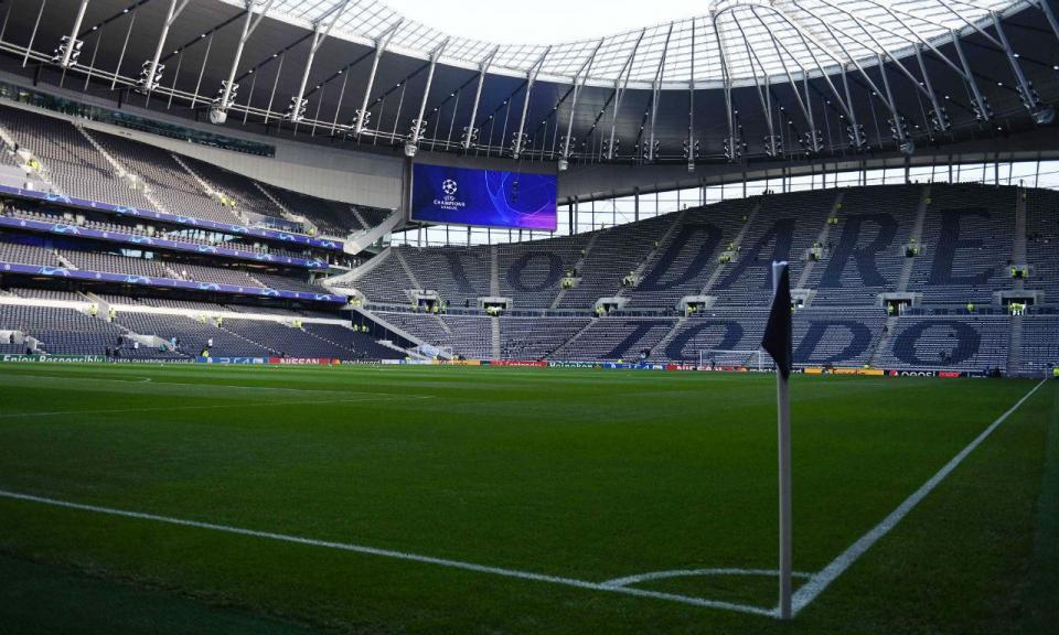 Lucas Moura faz hat trick em goleada do Tottenham