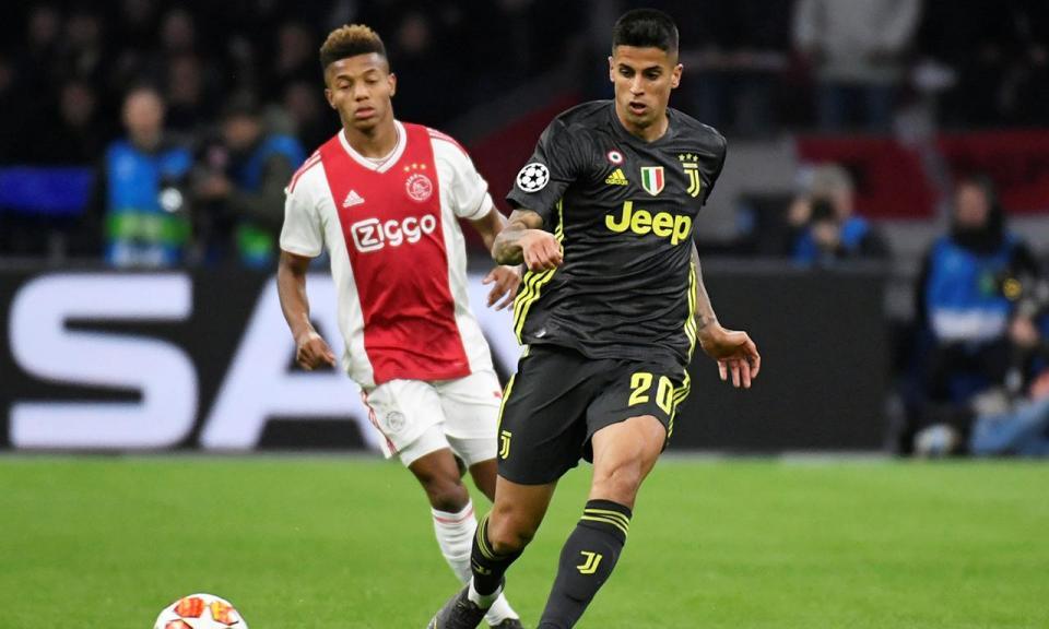 Juventus: João Cancelo vai ser operado