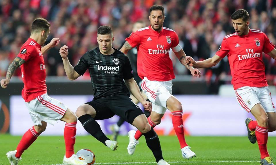 Benfica: Eintracht aciona opção de compra de Luka Jovic