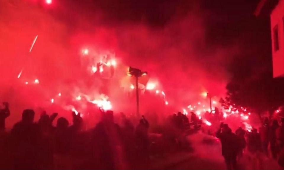 VÍDEO: adeptos antecipam festa do PAOK com festival de pirotecnia