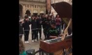 Jovem do Sporting toca piano nas ruas de Itália (twitter Sporting)