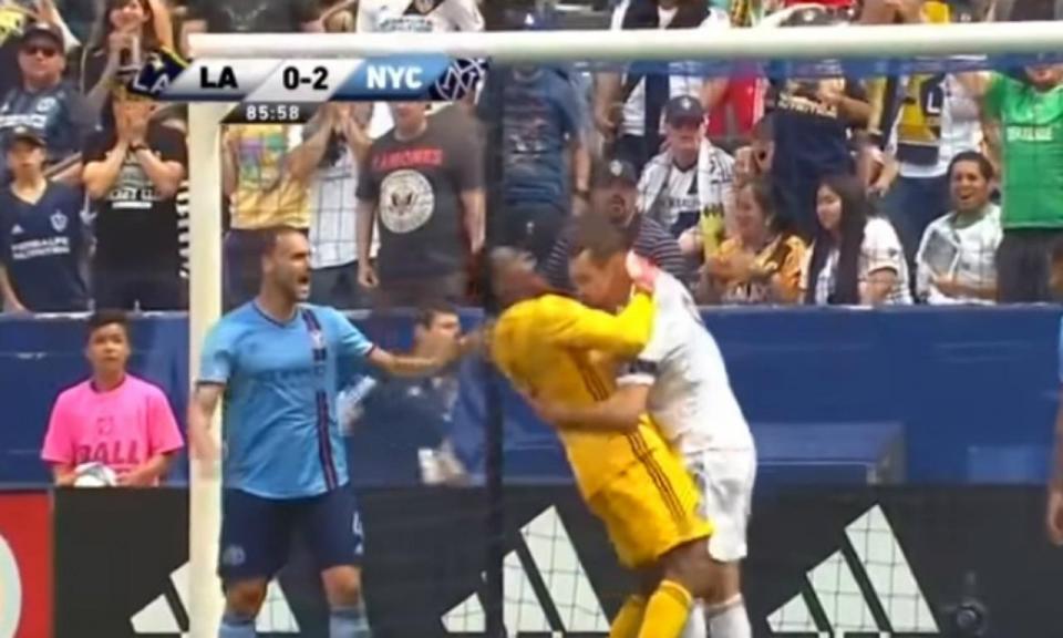 VÍDEO: o lance que valeu a Ibrahimovic dois jogos de suspensão