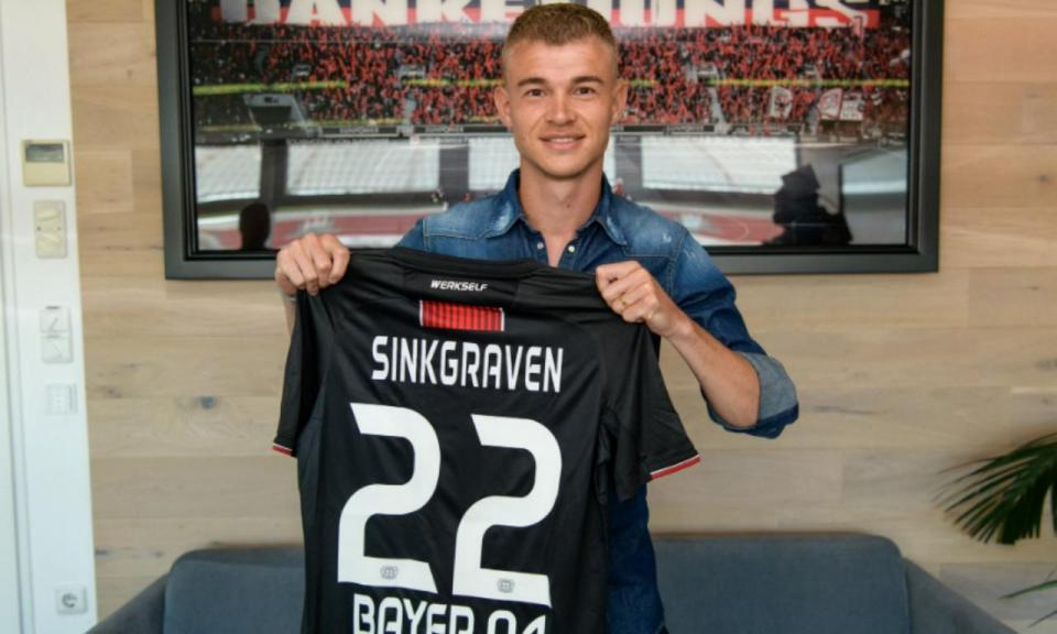 OFICIAL: Bayer Leverkusen contrata Sinkgraven ao Ajax