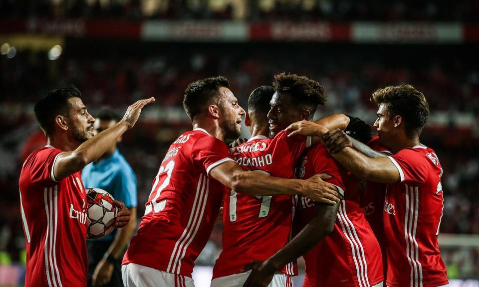 Benfica: Cádiz com lesão na coxa, David Tavares tem entorse no joelho