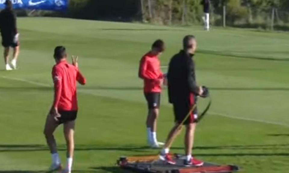 VÍDEO: mano a mano entre Félix e Diego Costa no treino