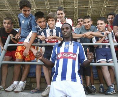 E. Amadora: Varela rescinde com Sporting para «relançar carreira»