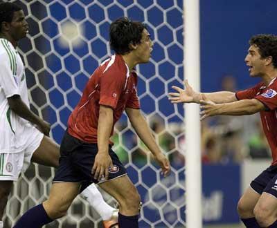 Mundial 2010: Chile vence Peru e ultrapassa Brasil
