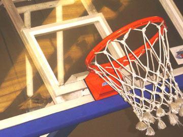 Teinador americano de basquetebol treina sul-sudaneses paraplégicos