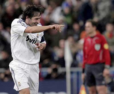 Raúl: «Se Ronaldo vier para o Real, será bem aceite»