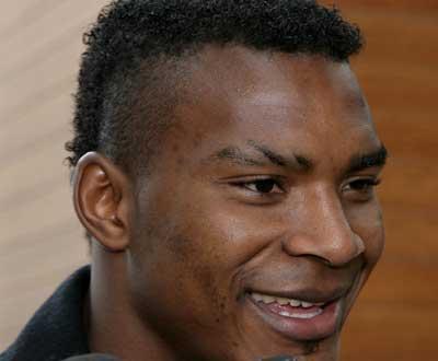 Hat-trick de Makukula bate reservas do Liverpool