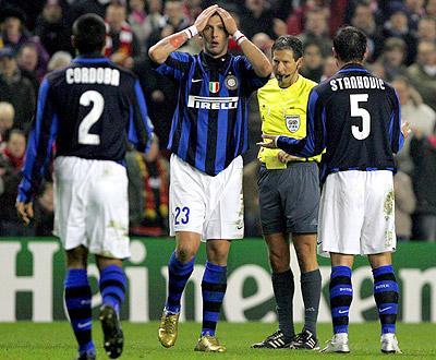 Inter: Materazzi e Burdisso falham Old Trafford